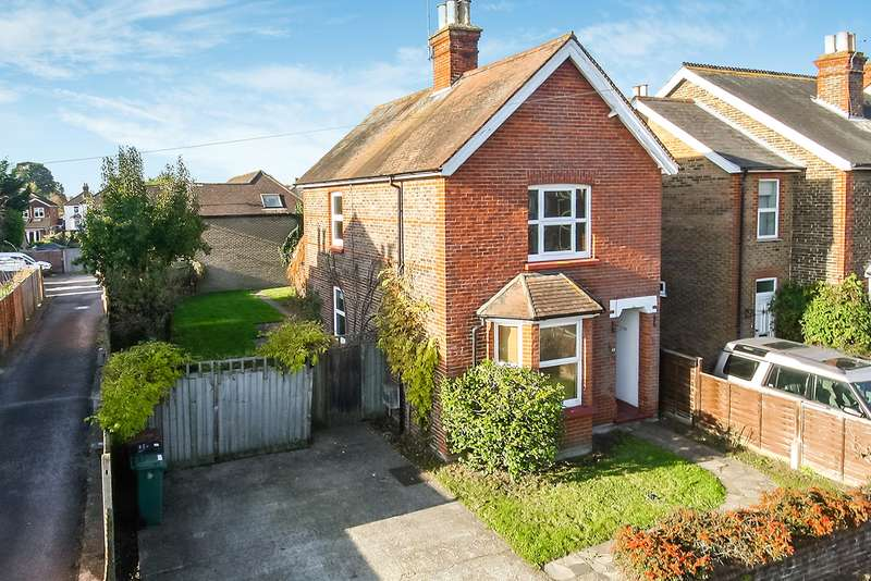 3 Bedrooms Detached House for sale in Lumley Road, Horley, Surrey, RH6
