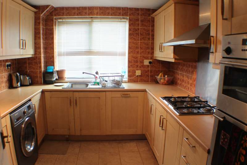 3 Bedrooms Town House for sale in Garsington Walk, Leicester, LE5