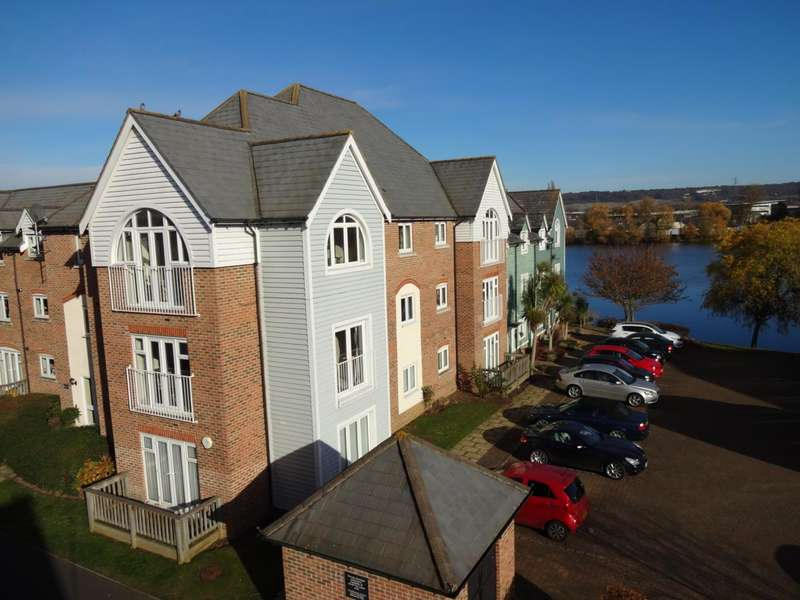 2 Bedrooms Flat for sale in The Lakes, Larkfield