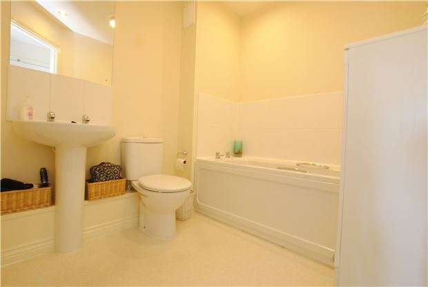 2 Bedrooms Flat for sale in Paxton Drive, Ashton, Bristol, BS3 2BE