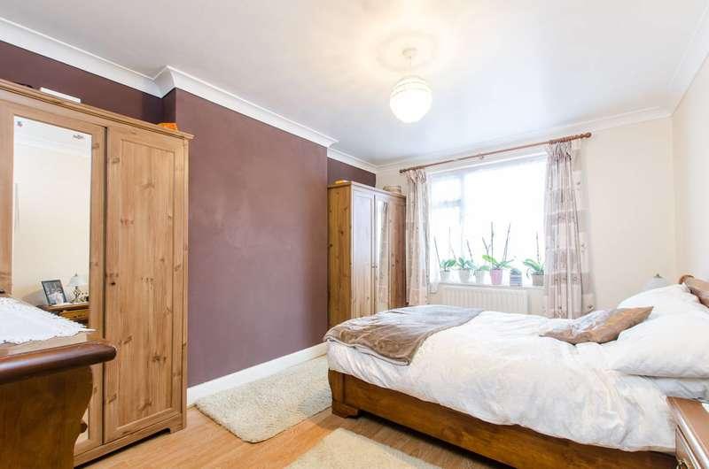 3 Bedrooms Maisonette Flat for sale in Lammas Avenue, Mitcham, CR4