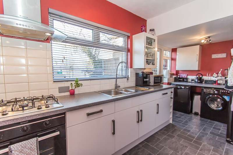 3 Bedrooms Chalet House for sale in Clarence Road, Benfleet, SS7
