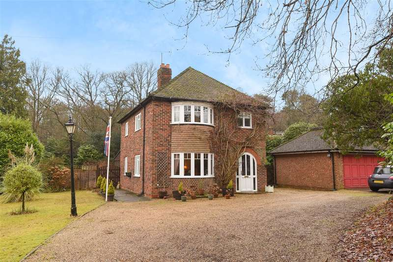 3 Bedrooms Detached House for sale in Bracknell Road, Crowthorne