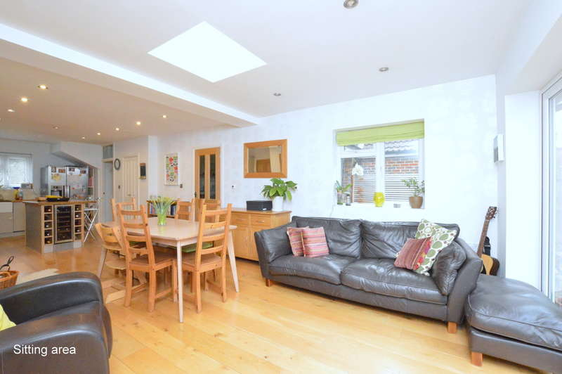 4 Bedrooms Semi Detached House for sale in Doods Road, Reigate