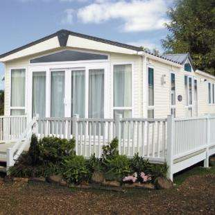 3 Bedrooms Bungalow for sale in Church Farm Holiday Village, Pagham, Bognor Regis, West Sussex