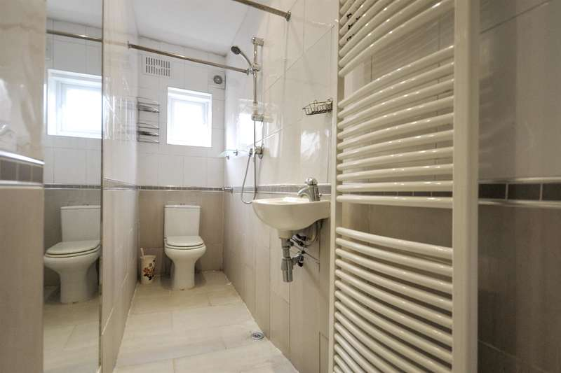 3 Bedrooms House for sale in Bolton Road, London