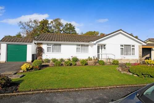 3 Bedrooms Bungalow for sale in Arnold Road, West Moors