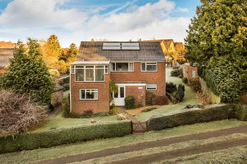 3 Bedrooms Detached House for sale in Willow Green, North Holmwood