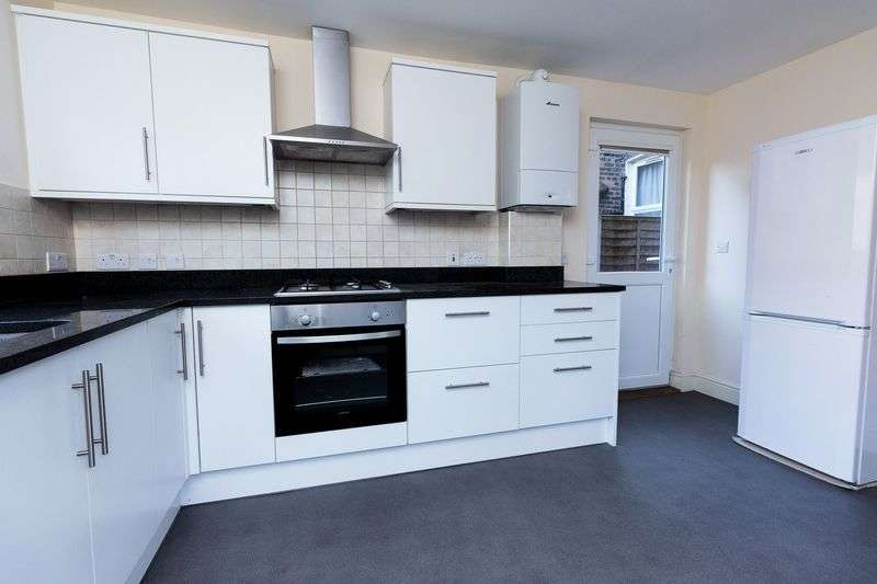 2 Bedrooms Maisonette Flat for sale in Woolwich Road, Charlton