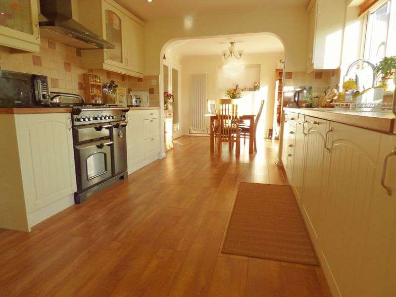 4 Bedrooms Detached House for sale in Sellars Road, Gloucester