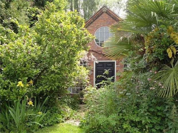 3 Bedrooms Detached House for sale in Buttington, Welshpool, Powys