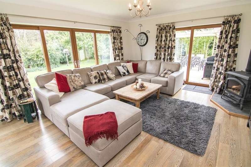 6 Bedrooms Detached House for sale in The Retreat, Nottage, Porthcawl