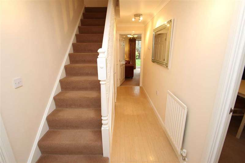 5 Bedrooms Link Detached House for sale in Turnbull Close, Grange Farm, Kesgrave, Ipswich