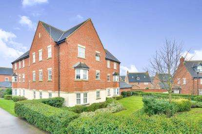 2 Bedrooms Flat for sale in Stonebridge Grove, Monkston Park, Milton Keynes, Buckinghamshire