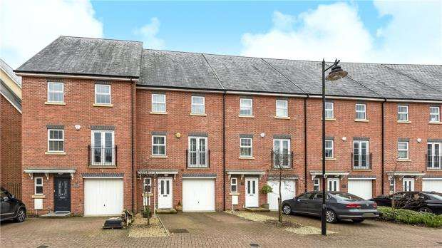 4 Bedrooms Terraced House for sale in Whitehill Place, Virginia Water, Surrey