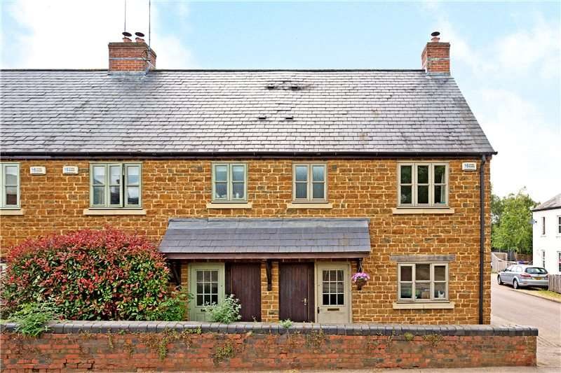 3 Bedrooms Semi Detached House for sale in Bloxham Court, Bloxham, Banbury, Oxfordshire, OX15
