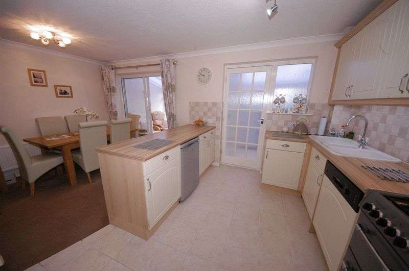 3 Bedrooms Terraced House for sale in Farmers Close, Leeds, Maidstone