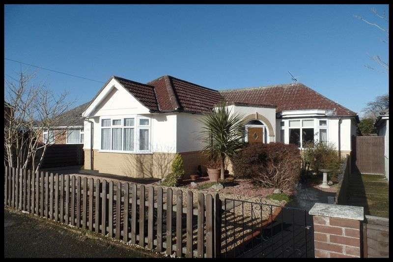 2 Bedrooms Detached Bungalow for sale in Calmore Gardens, Totton