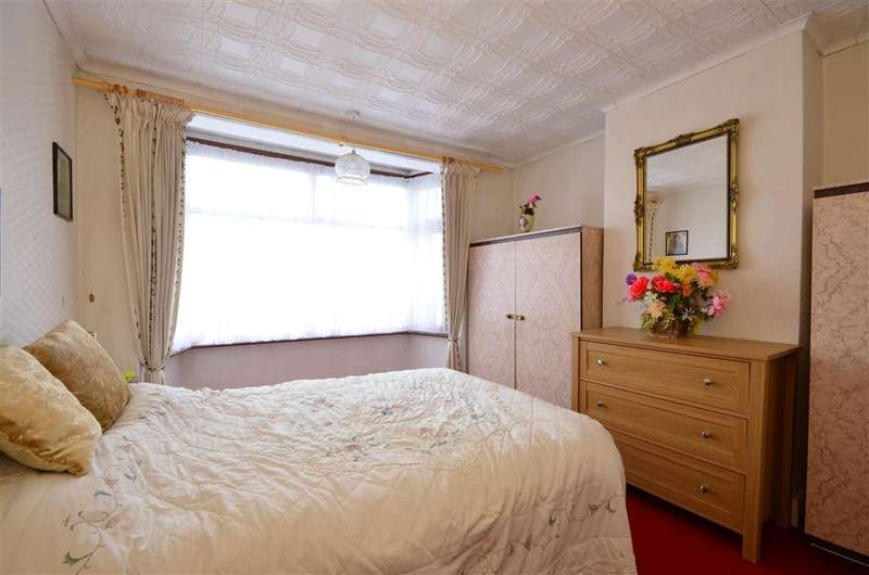 3 Bedrooms Terraced House for sale in Newham Way, East Ham, London