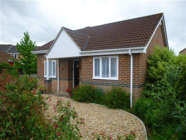2 Bedrooms Bungalow for sale in Milestone Way, Gillingham