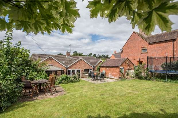 4 Bedrooms Detached Bungalow for sale in Hillend Road, Twyning, Tewkesbury, Gloucestershire