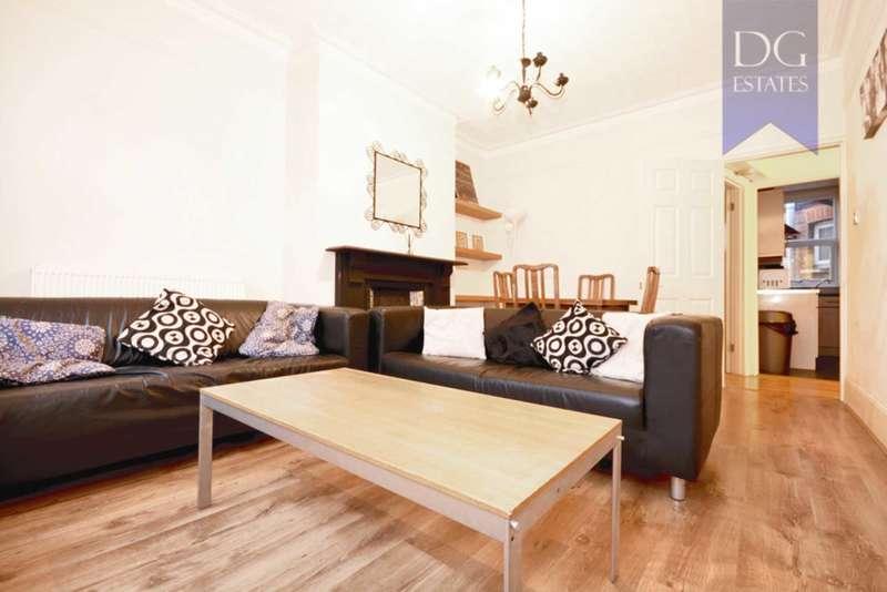 3 Bedrooms Maisonette Flat for rent in Sirdar Road, London