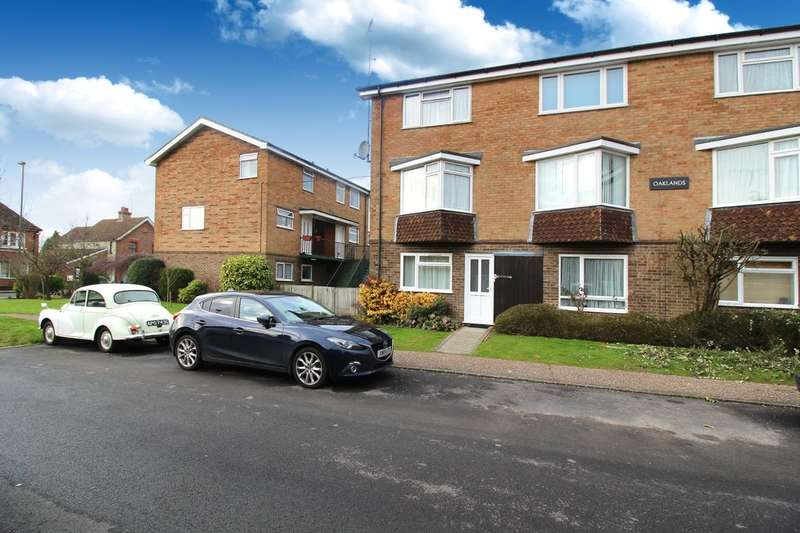 2 Bedrooms Maisonette Flat for sale in Oaklands, Oakhill Road