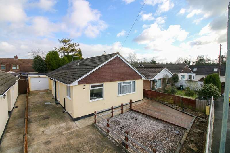 3 Bedrooms Detached Bungalow for sale in Sharps Close, Heathfield