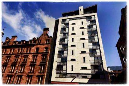 2 Bedrooms Flat for sale in Holm Street, Glasgow