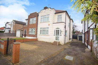 3 Bedrooms Semi Detached House for sale in Kinross Close, Harrow, Kigsbury, London