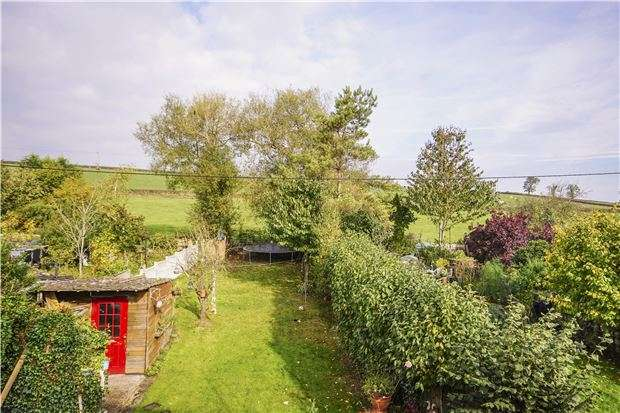 3 Bedrooms Semi Detached House for sale in Riding Barn Hill, Wick, BS30 5PA
