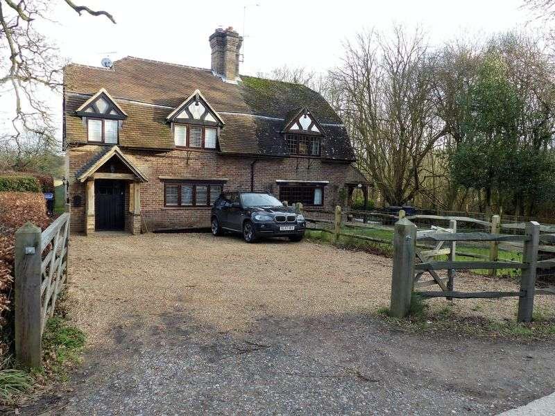3 Bedrooms Semi Detached House for sale in Smithbrook Cottages, Cranleigh