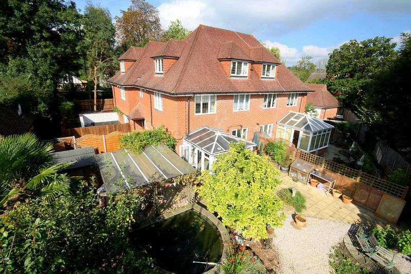4 Bedrooms Semi Detached House for sale in London Road South, Merstham Village