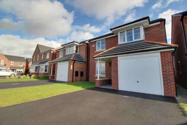 3 Bedrooms Detached House for sale in Heron Way, Sandbach, Cheshire, CW11 3AU