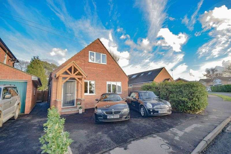4 Bedrooms Detached House for sale in Woodland Road, Hertford Heath