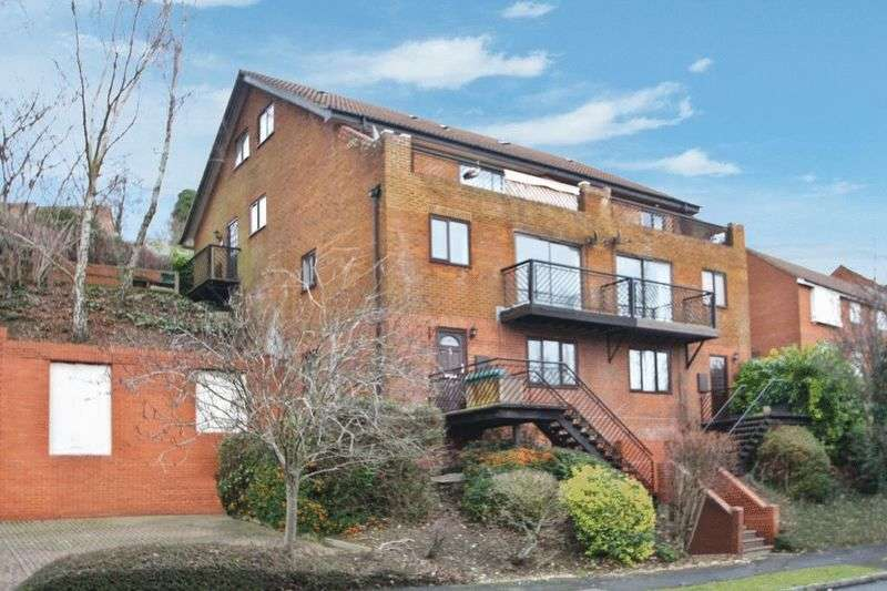1 Bedroom Flat for sale in Garratts Way, High Wycombe