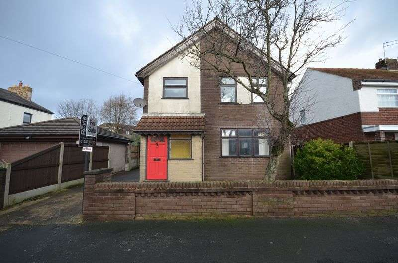 3 Bedrooms Detached House for sale in 37 Hayfield Avenue, Poulton-Le-Fylde, Lancs FY6 7JH