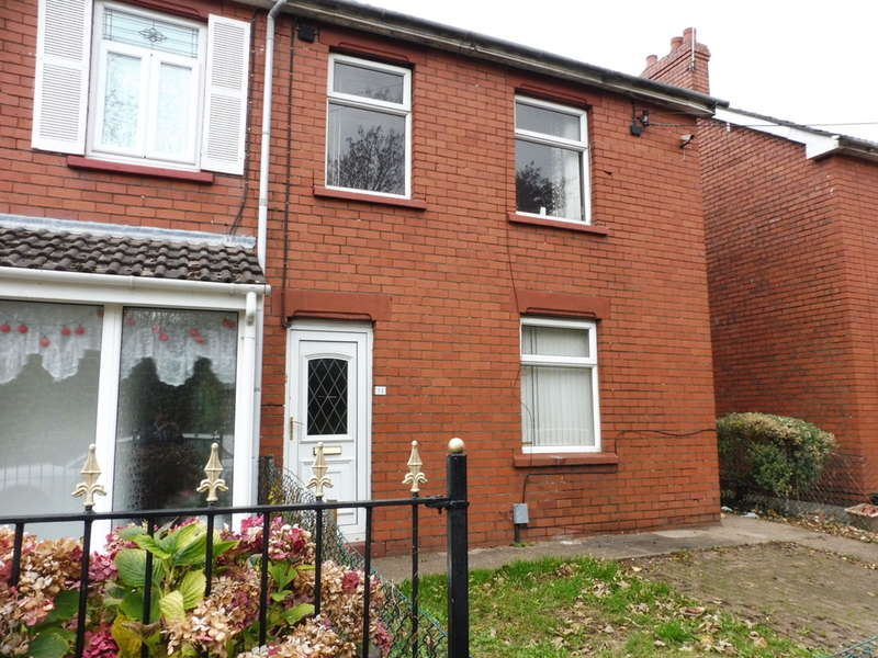 3 Bedrooms Semi Detached House for sale in Two Locks Road, Two Locks, Cwmbran