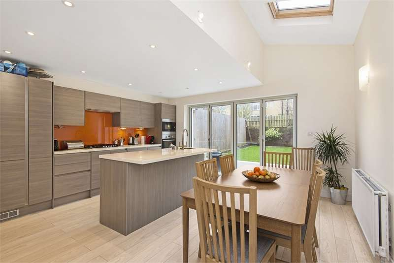 5 Bedrooms Semi Detached House for sale in Sarsfeld Road, London