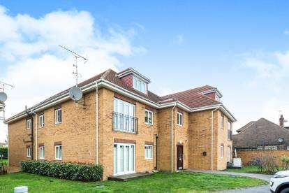 1 Bedroom Flat for sale in 106 Lodge Lane, Romford, Essex
