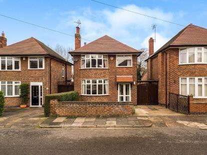 3 Bedrooms Detached House for sale in Park Road, Bramcote, Nottingham