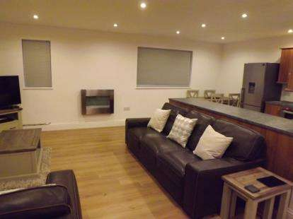 2 Bedrooms Flat for sale in Murco Apartments, Uley Road, Dursley, Gloucestershire