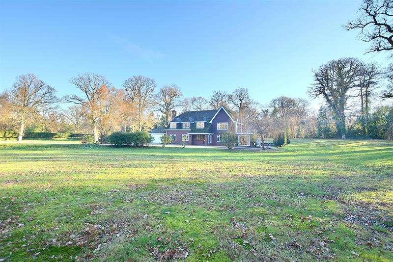 4 Bedrooms Detached House for sale in Arrowsmith Road, Wimborne