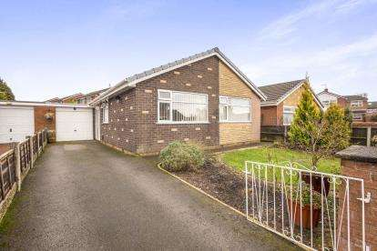 3 Bedrooms Bungalow for sale in Pinewood Crescent, Leyland, Lancashire