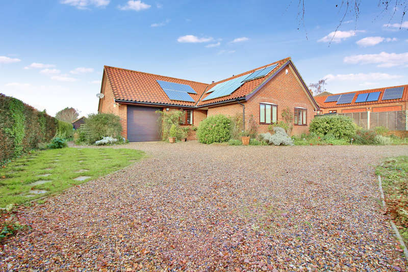 3 Bedrooms Detached Bungalow for sale in Long Lane, Flordon, Norwich