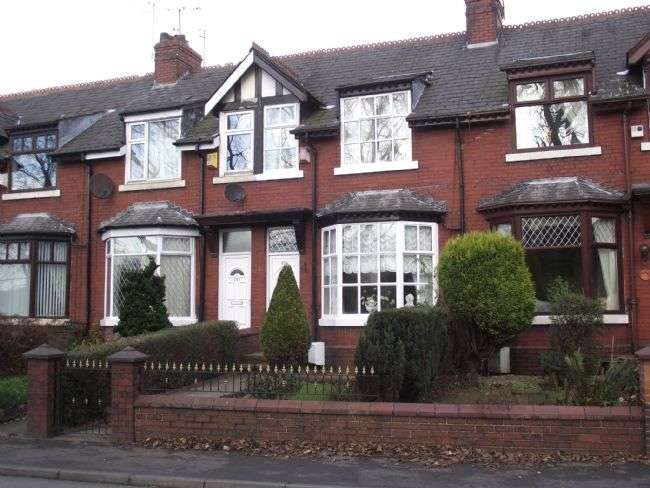 3 Bedrooms Terraced House for sale in Newhey Road, Newhey, Rochdale