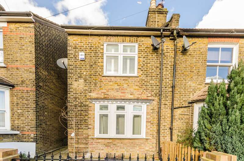 3 Bedrooms Cottage House for sale in Lower Queens Road, Buckhurst Hill, IG9