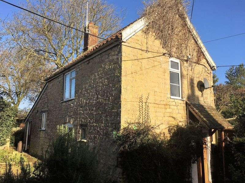 2 Bedrooms Detached House for sale in Marnhull