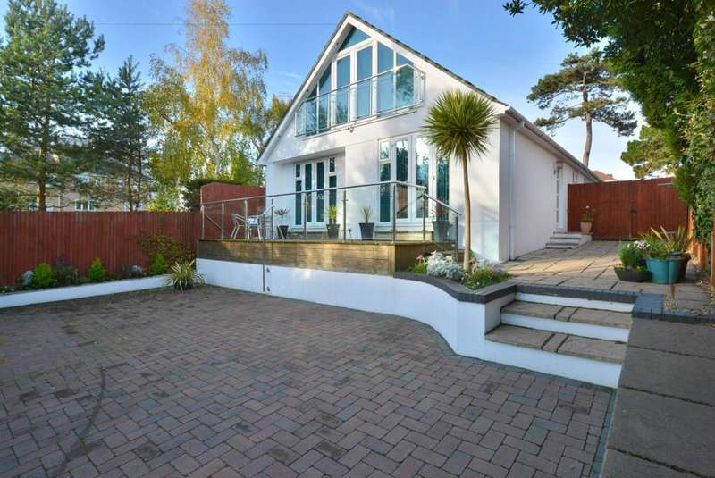 4 Bedrooms Detached House for sale in Ashley Cross, Poole