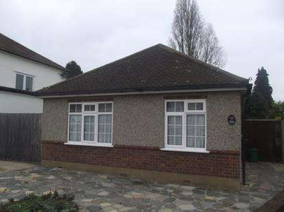 3 Bedrooms Bungalow for sale in Romford, Essex